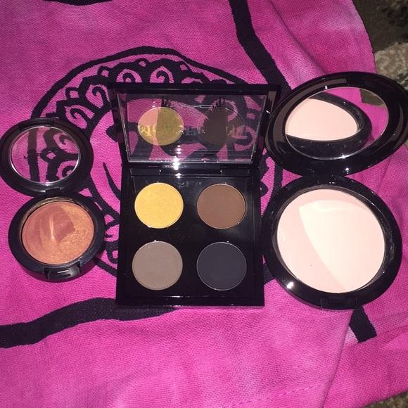 Mac Maleficent Eye Shadow And Beauty Powder
